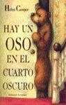 HAY UN OSO EN EL CUARTO OSCURO